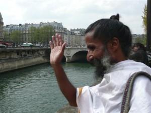 Sunyogi sur les quais de Seine