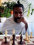 Sunyogi Joue aux échecs
